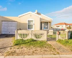 3 bedroom house for sale in rondevlei park swart