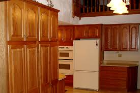 quartz countertops with oak cabinets oak kitchen cabinets with quartz countertop