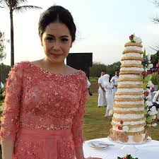 wedding dress nagita slavina wedding cake raffi ahmad nagita slavina party in