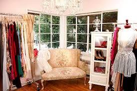 trendy boutique clothing closet shop clothing used designer clothing