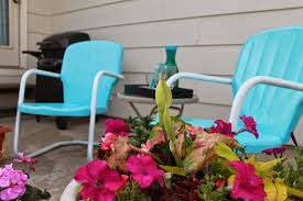Painting Metal Patio Furniture - lyndi u0027s projects outdoor metal chairs get a new look