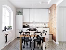 stühle küche skandinavische küche weiß design mit holz esstisch und schwarz stühle