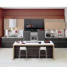 marron cuisine cuisine marron beige photo de côté cuisine les ateliers de kris