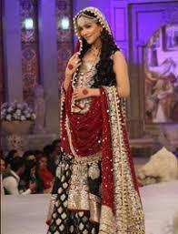 Ways To Drape A Dupatta Quirky Ways To Drape A Dupatta Over Wedding Lehenga Shop Indian