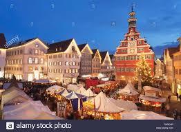 Weihnachtsmarkt Baden Baden Beleuchteten Weihnachtsmarkt Vor Dem Alten Rathaus Esslingen Am