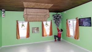 this crazy upside down house lets you walk on the ceiling blazepress upside down house 2