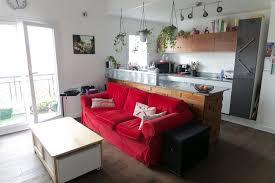 étagère derrière canapé je cherche une idée pour le dos du meuble côté maison