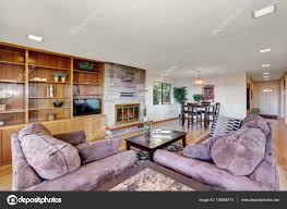 soggiorno e sala da pranzo interni ben arredato soggiorno e sala da pranzo foto stock