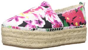 amazon com betsey johnson women u0027s flouncee flat flats