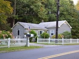 peaceful two bedroom cottage homeaway great barrington