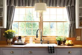rideaux de cuisine et blanc cuisines rideaux cuisine noir blanc suspension blanche bouquet