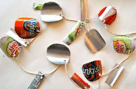 recycled soda can garland diy ornament 12