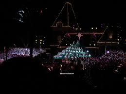 show spotlight candlelight processional at disneyland park