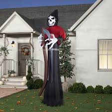 Scary Halloween Decorations Ebay by Best 25 Halloween Yard Inflatables Ideas On Pinterest