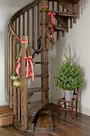 Wohnzimmer Weihnachtlich Dekorieren Wie Sie Drinnen Das Treppengeländer Weihnachtlich Dekorieren Können