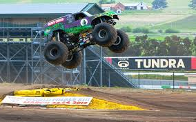 grave digger the monster truck performance ride along with grave digger photo u0026 image gallery