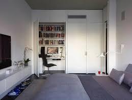 schreibtisch im schlafzimmer arbeitsplatz und drucker im wohnzimmer verstecken ideen