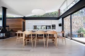 habillage mur cuisine habillage bois et naturelle marié avec acier et verre