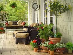 getting a beautiful house by landscaping with potted plants
