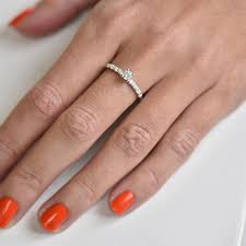zasnubni prsten zlatý zásnubní prsten s diamanty megha eppi cz