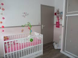chambre gris et rose cuisine chambre mixte fille bã bã bandes peinture touches vert