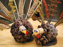 pine cone table decorations pinecone turkey table decorations turkeytablescapes 4 you