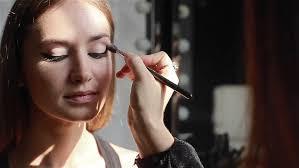 Professional Makeup Artist Lighting Professional Makeup Artist Applying Winged Eyeliner Beauty Fashion