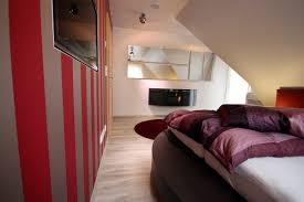 Schlafzimmer Bett Platzieren Schrge Streichen Ruhbaz Com