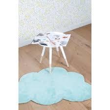 tapis chambre bébé garçon tapis nuage aqua bleu pour chambre bébé de garçon par lilipinso