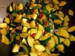 cuisiner courgettes poele poêlée de courgettes à l orientale recette ptitchef