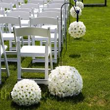 Do i need pew decor? :  wedding Images?q=tbn:ANd9GcQQE4 CsD98amFN0mjfl1ROS Matc60BRyIc4qGL9X 1cDp4caTxQ