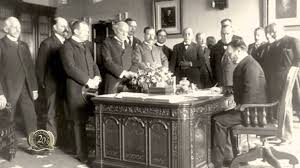 the story of why the resolute desk was given by queen victoria to