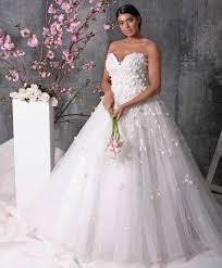 grosse robe de mariã e mariage christian siriano dévoile sa gamme de robes de mariées