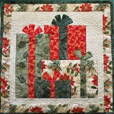 Ideas For Quilted Christmas Gifts by Best 25 Christmas Present Quilt Ideas On Pinterest