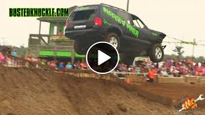 racing jeep grand cherokee jeep grand cherokee jump goes huge and crashes hard