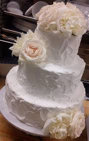 messy frosting wedding cakes don u0027t like the mound on top but