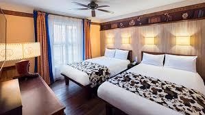 chambre hotel disneyland disney s hotel cheyenne disney hotels disneyland