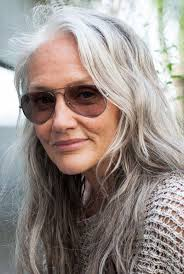 hair styles for a young looking 63 year old woman best 25 how to age gracefully ideas on pinterest aging