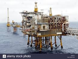 oil rig north sea workers stock photos u0026 oil rig north sea workers