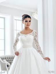 most popular wedding dress necklines for different body types