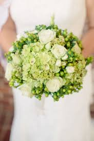 wedding flowers greenery pantone s 2017 color 28 greenery wedding ideas weddingomania
