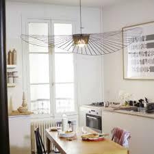 forme cuisine table de cuisine sous de lustre design forme chapeau table de