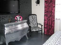 chambre blanc et fushia chambre romantique baroque blanc noir fuchsia vous avez une