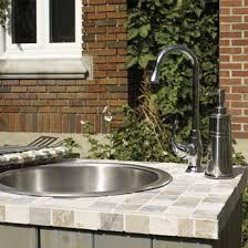 evier cuisine exterieure construire un coin cuisine extérieur plans de construction rona