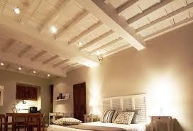 pitturare soffitto come verniciare le travi in legno mondofamiglia