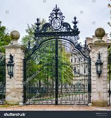 gate the breakers vanderbilt mansion national stock photo gate to the breakers a vanderbilt mansion a national historic landmark