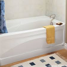 American Standard Acrylic Bathtubs 8 Soaker Tubs Designed For Small Bathrooms Small Bath Remodel