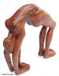 wayan rendah lithe backbend suar wood statue oggetti