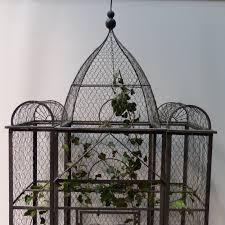 oiseaux en metal grande cage à oiseaux grillagée lignedebrocante brocante en