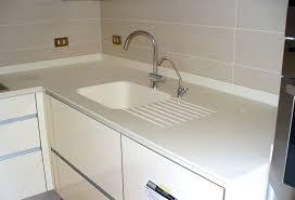 lavandino corian dettaglio lavello dupont邃 corian箘 integrato con sgocciolatoio